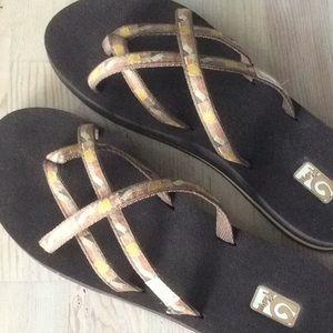 Teva Olowahu women's sandals size 10